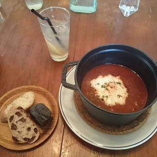 夏野菜と金時豆のチリ、サワークリームのせ(パン付)(スケロク ダイナー (SUKE6 DINER))