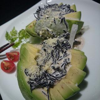 アボカドのカルパッチョ チーズドレッシング(楽蔵うたげ浜松町駅前店 )