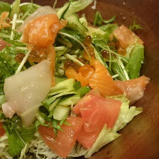 海鮮たっぷり海鮮風サラダ(どさんこ酒場森町しげぞう 八重洲店 )