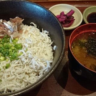 鯵のタタキとしらす丼(焼魚食堂 魚角 飯田橋店 )