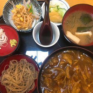 カレー丼(そば付セット)(あおやま長寿庵 (あおやまちょうじゅあん))
