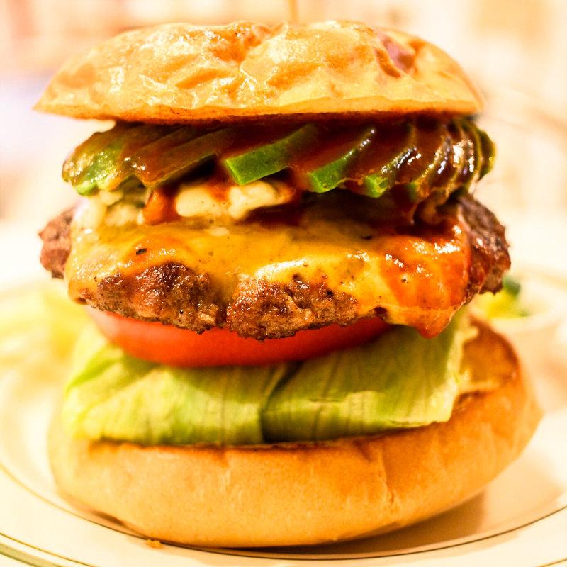 いろいろあるけどまぁいいや、神戸三宮でかぶりつくハンバーガー!