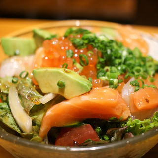 本日の海鮮たアボカドのサラダ(和食居酒屋 × 肉バル KO-IKI)