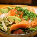 本日の海鮮たアボカドのサラダ
