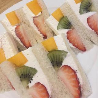 フルーツサンドイッチ(ホットケーキパーラー フルフル 赤坂店 (Fru-Full))
