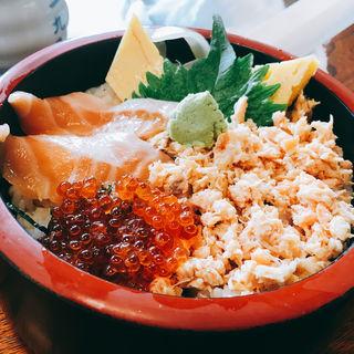 サーモン三色丼(久慈浜 みなと寿し (くじはま みなとずし))