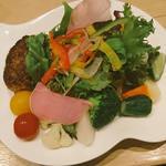 ゴロゴロ野菜の豆腐ハンバーグサラダ