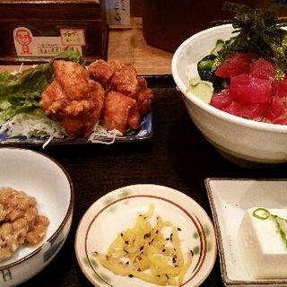 ねばねば丼と鶏のからあげ定食(普通の食堂いわま )