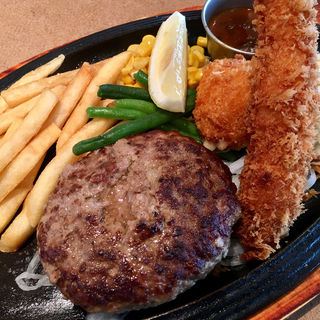 黒×黒ハンバーグ 海老フライ・カニクリームコロッケ(神戸洋食キッチン (コウベヨウショクキッチン))