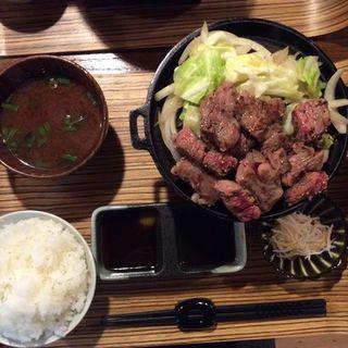 国産牛サイコロステーキ定食(佰食屋 すき焼き専科 (ヒャクショクヤ スキヤキセンカ))
