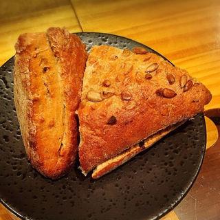 ひまわりの手作りパン(エノテカ エクウス (ENOTECA EQUUS))