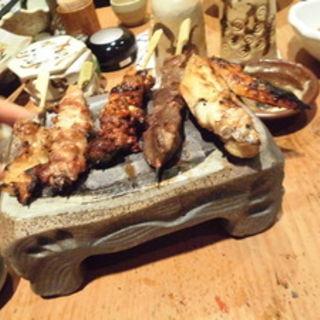 串焼き5種盛(鶏家 六角鶏 堺筋本町店 (トリヤロッカッケイ))