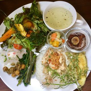 野菜で旅するランチプレート(ムリーノ )