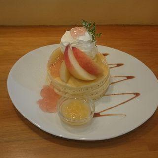 桃のパンケーキ(パンケーキママカフェ VoiVoi (ヴォイヴォイ))