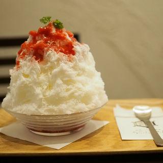 苺みるく(おいしい氷屋)