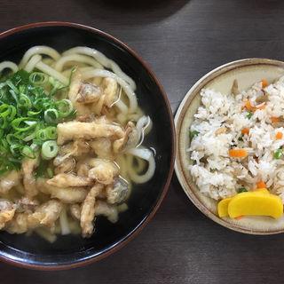 しめじの天ぷらうどんとまぜ飯(立花うどん (たちばなうどん))