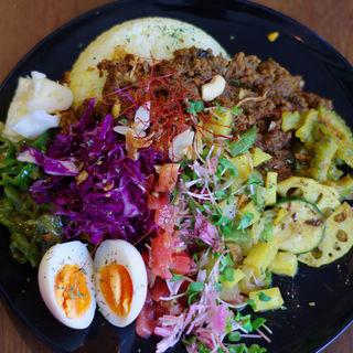 牛肉のドライキーマとあいびき肉としめじのドライキーマの合がけ、インスタ盛り(El Dios Cafe (エル ディオス カフェ))