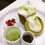 白玉&ベリーの濃厚抹茶ふわふわスフレパンケーキ
