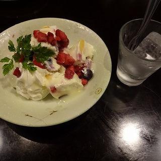 白くま風濃厚アイスケーキ (芋蔵 極 Colette Mare みなとみらい店 )