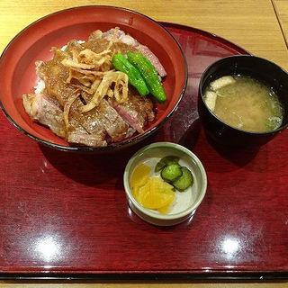 サーロインステーキ丼(お好みダイニング 横濱ローズ邸 )