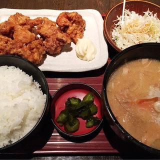 ザンギ豚汁定食(ランチ)(とりの介 テレビ塔店)
