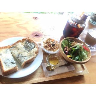 モーニングセット(ゴルゴンゾーラトースト はちみつ添)(トモカコーヒー 代々木上原店)