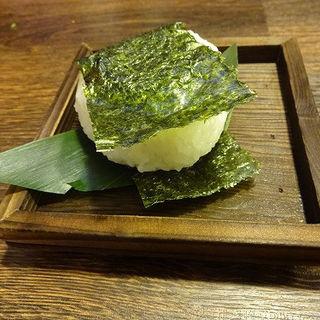 おにぎり・鮭(田舎茶屋大蔵)