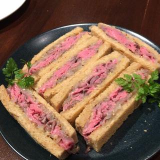 ローストビーフのサンドイッチ(Doors 泡×サンドイッチ)