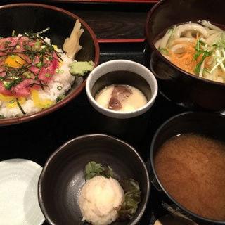 ねぎとろ丼+茶碗蒸し&うどん(溜池おば九 (ためいけおばきゅう))