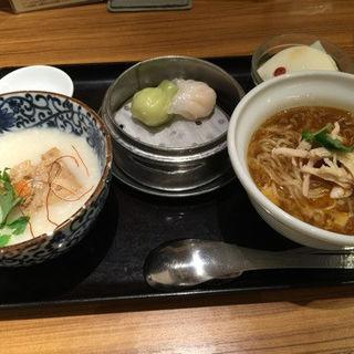 酸辣麺とおかゆのハーフ&ハーフセット(謝朋殿 粥餐庁 京王モール店  (シャホウデン カユサンチン))