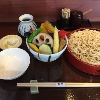 野菜のもりもり蕎麦(冷)二枚(永田町 黒澤 (ながたちょう くろさわ))