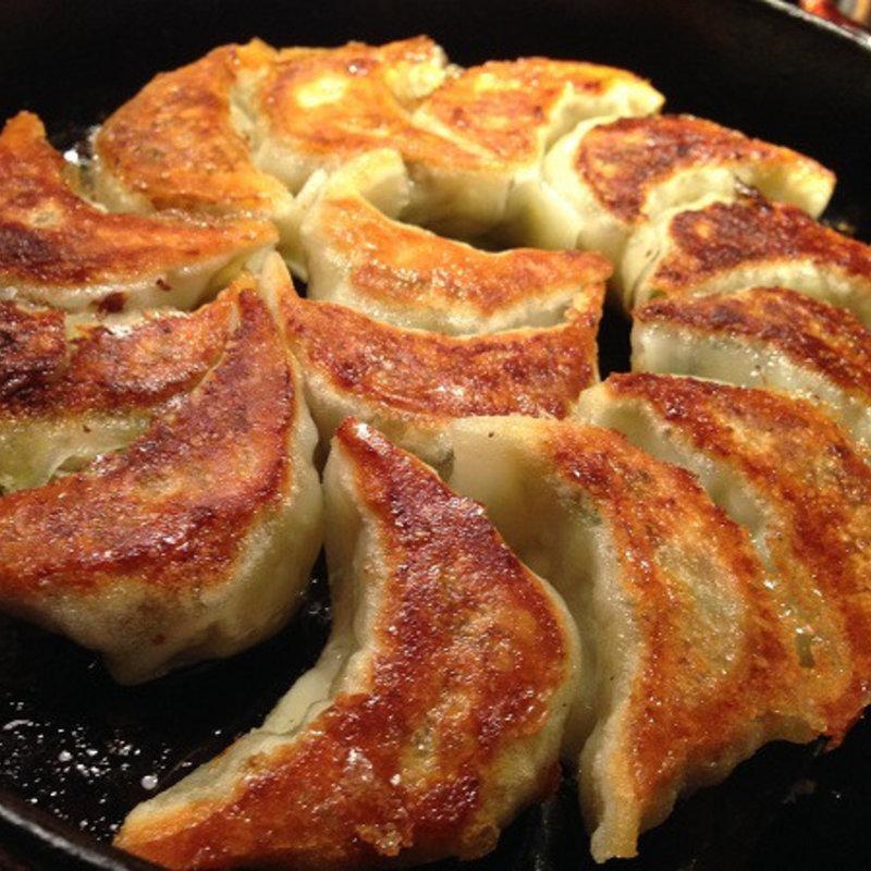 名物 鉄鍋餃子