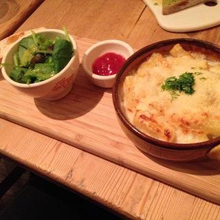 アランのマカロニ&チーズ with ミニサラダ、バゲット(ル・パン・コティディアン 芝公園店 (Le Pain Quotidien))