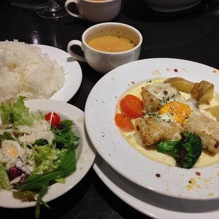 若鶏のクリーム煮、チーズと卵黄のソース(ランコントレ・トント )