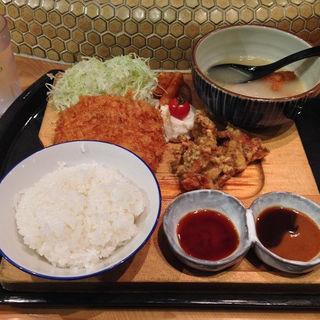 〈名物〉鶏メンチカツとスパイス鶏唐揚げ(おでん・かしみん )