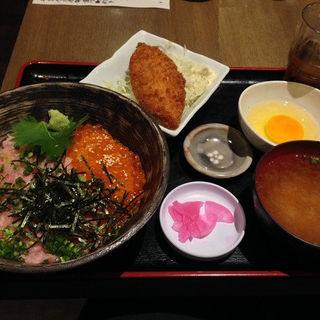 ネギトロイクラ丼と白身フライ(赤坂 魚えん )