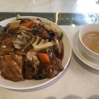 牛バラ肉のあんかけ御飯(広東名菜 富徳 (カントンメイサイトミトク))