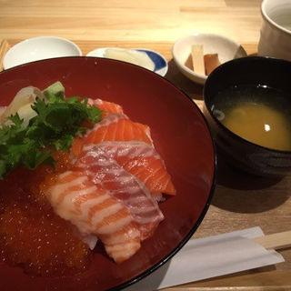 サーモンといくらの親子丼(魚河岸千両 紀尾井町 )