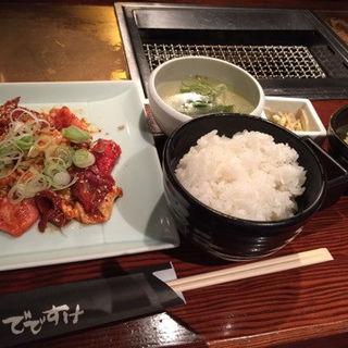 メガミックス定食(味噌ダレ)(ホルモン でですけ)