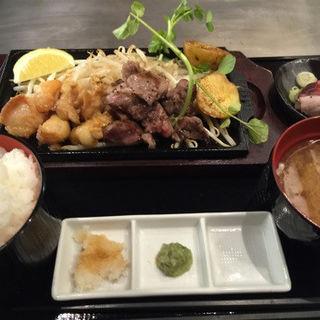 黒毛和牛&ホルモン鉄板焼き定食(熟成肉お好み焼 囲 東急プラザ赤坂店 (Kakomu))