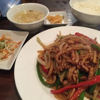 青椒肉絲(細切り豚肉と2色ピーマン   チンジャオロース)(同源楼四川小吃 )