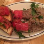 鶏レバーペーストとフレッシュトマトのブルスケッタ