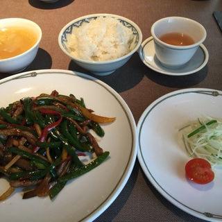 十勝産牛もも肉と彩り野菜の炒め(彩色牛肉絲) (中国料理 美麗華 (チュウゴクリョウリ ビレイカ))