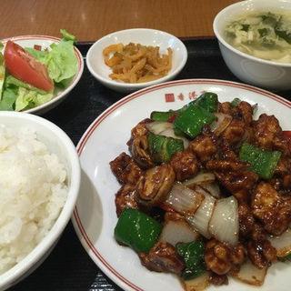 鳥肉と中国味噌炒め(醤爆鶏丁) (香港亭 赤坂店 (ホンコンテイ))