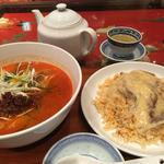 赤の担担麺とあんかけ炒飯セット