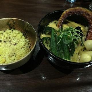 チキン野菜カリー(辛さ 3番)+うずらの玉子(イエロー)