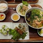 豚の角煮と揚げ茄子のフォーとアボカドの生春巻きのセット (フォー・クワン)