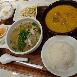 ベトナムチキンカレーとフォーのよくばりセット (虎屋菓寮 横浜そごう店 (とらやかりょう))