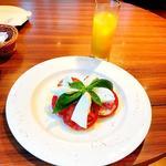 モッツアレラ トマト&バジルを添えて