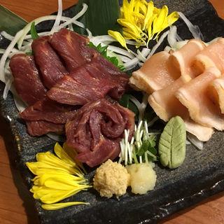 霜降り馬刺し✖︎鶏の刺身(肉屋次郎  新橋店)